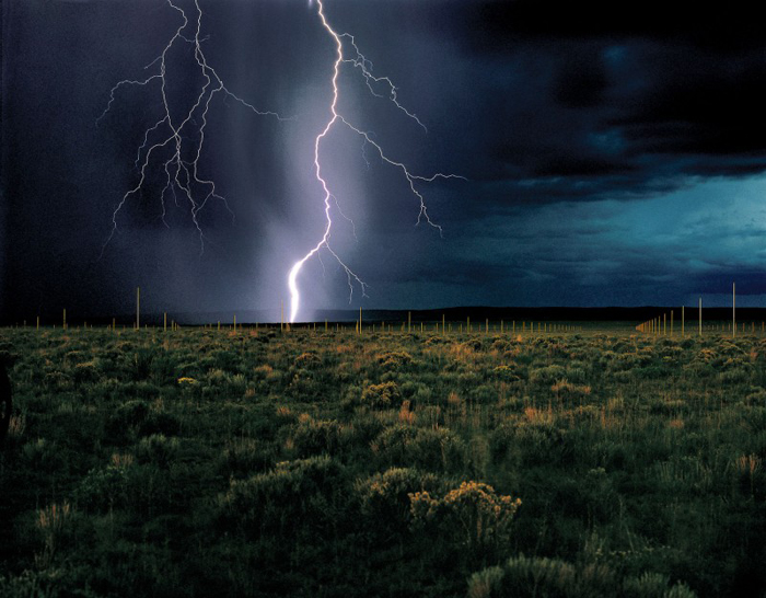 Walter-De-Maria-The-Lightning-Field-1977-hi-res-800x624